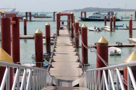 chalong pier yacht anleger phuket