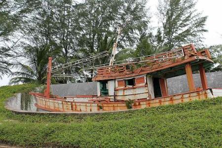 fischerboot am tsunami memorial khao lak