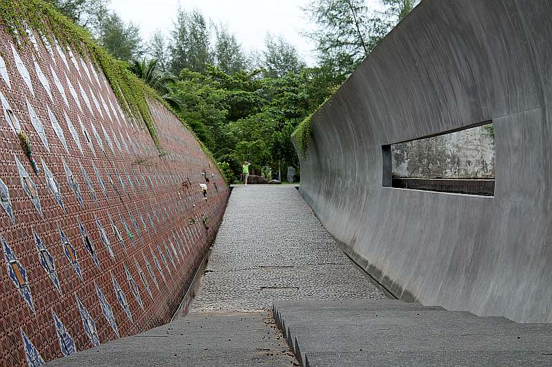 tsunami memorial gedenkwand