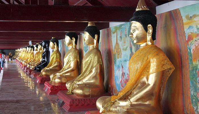 buddhastatuen im wat phra mahathat nakhon sri thammarat