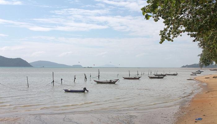 chalong beach kan eang
