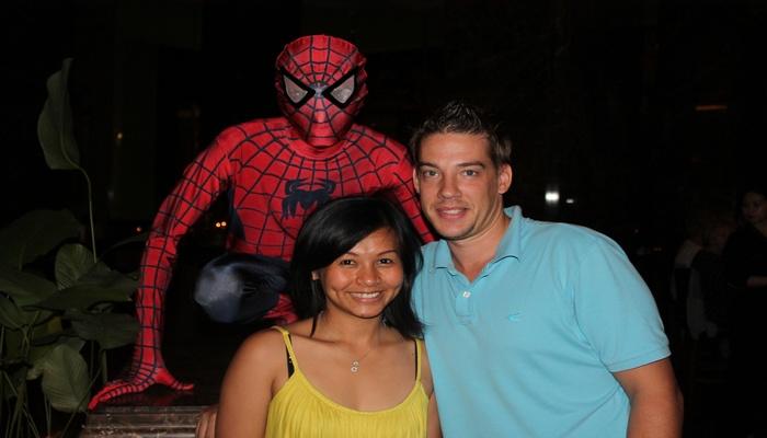 spider mam singapur furama riverfront hotel