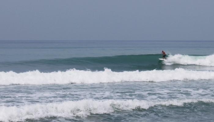 Phuket Surfing wellenreiten regenzeit thailand
