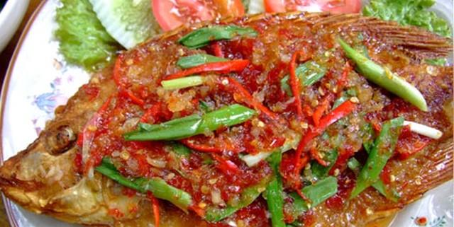 Fisch mit drei Sossen Thailand