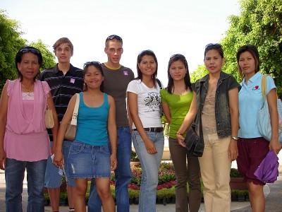 thai familie in bangkok dreamworld