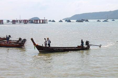 langschwanzboot phuket thailand traditionelles boot