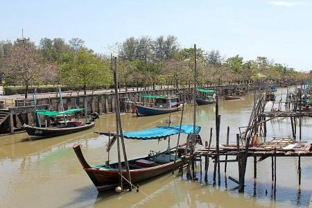 thai boot kanal phuket town