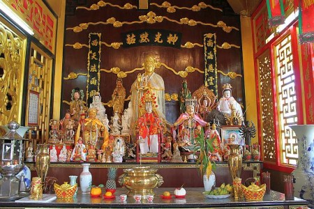 altar chinesischer schrein in phuket town