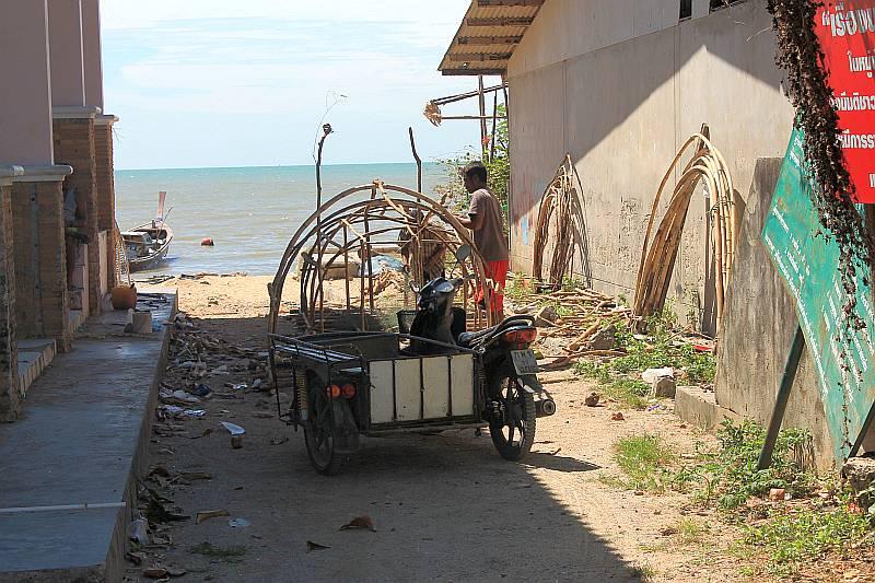 seezigeuner arbeitet phuket thailand