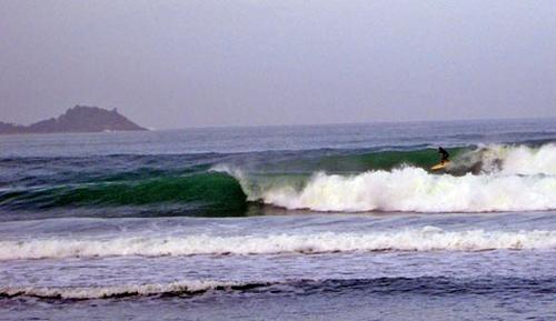 surfen auf phuket wellenreiten
