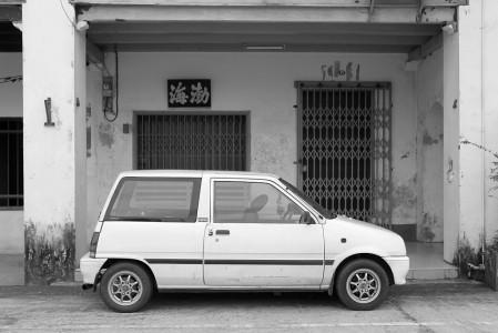 auto vor chinesischem geschäft takua pa