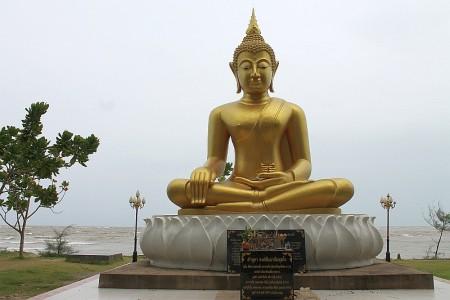 buddha am strand khao lak