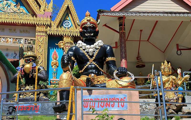 gott des todes am wat khao rang tempel