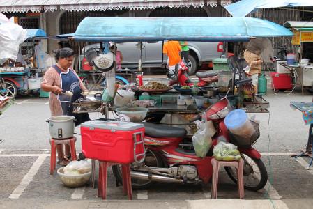 strassenstand garküche in thailand