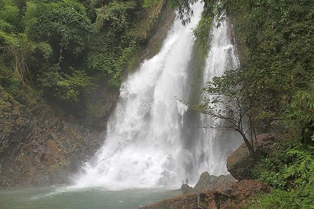wasserfall in sri phang nga nationalpark khao lak