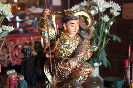 chinesischer tempelwächter phuket