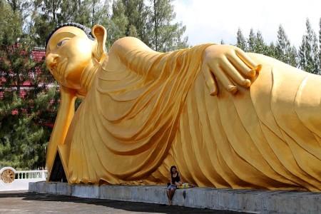 wat srisoonthorn phuket liegender buddha