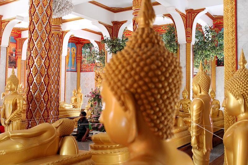 buddha statuen im tempel phuket