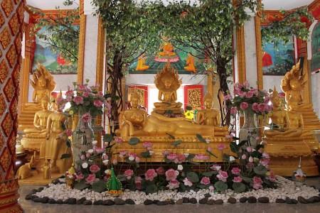 buddistischer altar phuket thailand