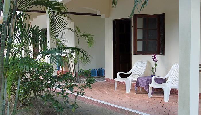 bungalow mit terrasse und pool günstig phuket