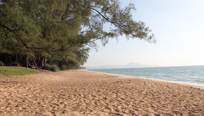 einsamer strand auf phuket
