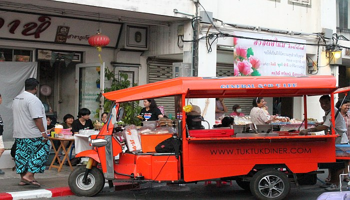 thalang road walking street1