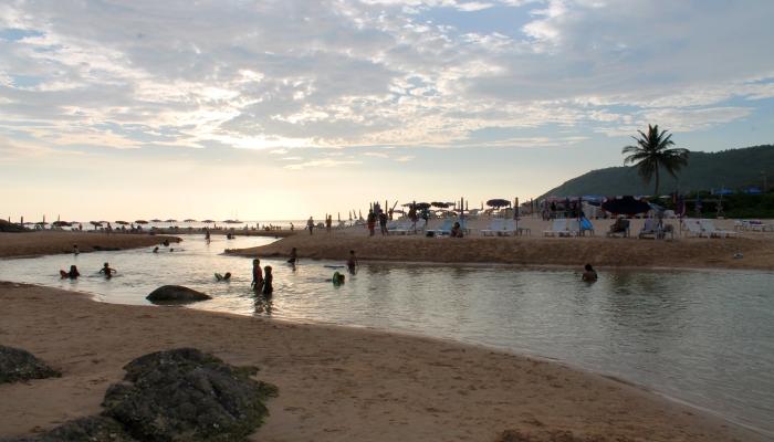 nai harn beach lagune