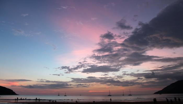 nai harn beach sonnenuntergang