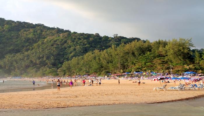 nai harn beach strand phuket