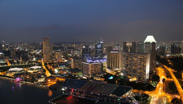 singapur nachts waterfront promenade