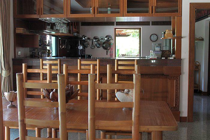 esstisch und kueche ferienvilla phuket thailand