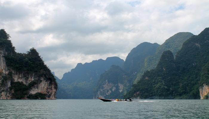 landschaft khao sok stausee chiaow lan