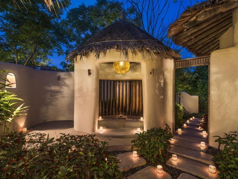luxus hotel phuket naka island resort 2