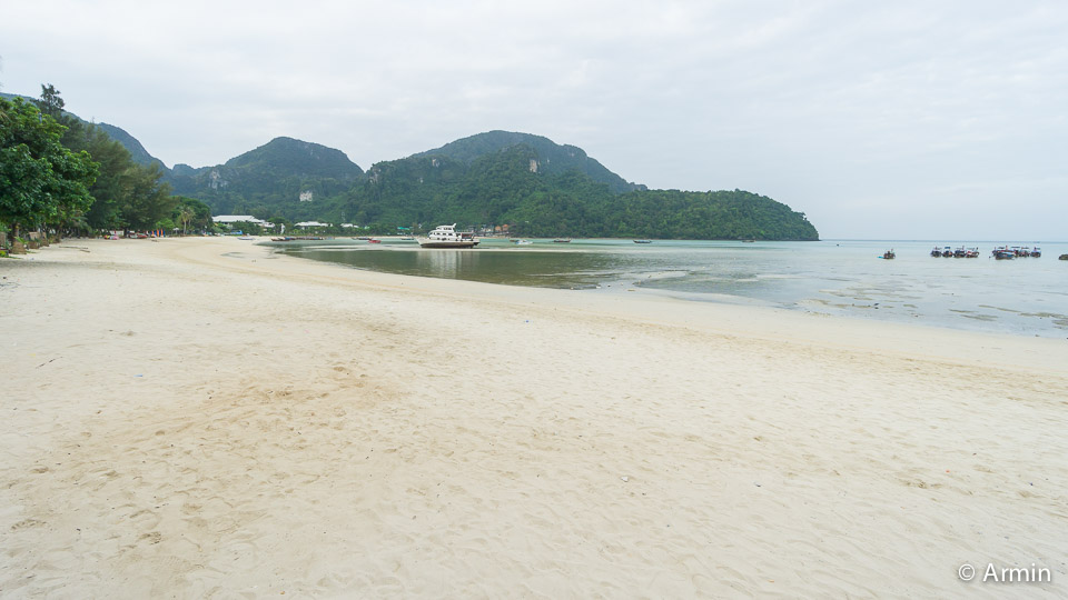 Um 6 Uhr Morgens habt ihr den Strand für euch allein ;)