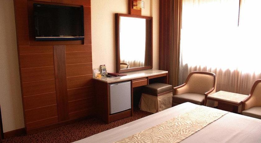 Asia Hotel Bangkok Zimmer