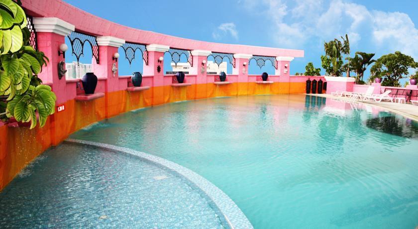 Baiyoke Sky Hotel Pool