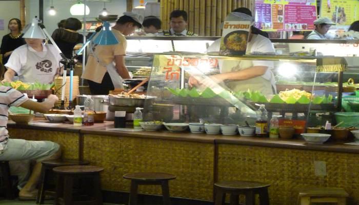 top-10-aktivitaeten-chiang-mai-essen-im-foodcourt